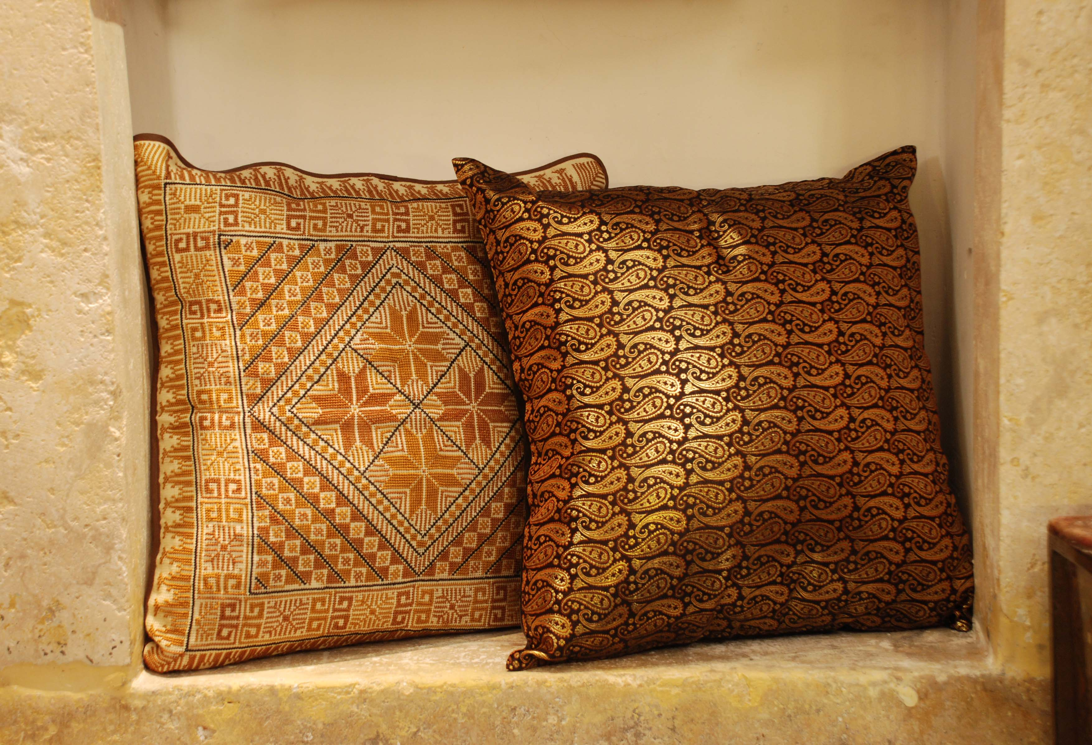 ornina handmade ocu1 brocade cushion